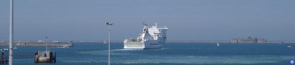 Cotentin repart vers Poole (© lebateaublog 2010)