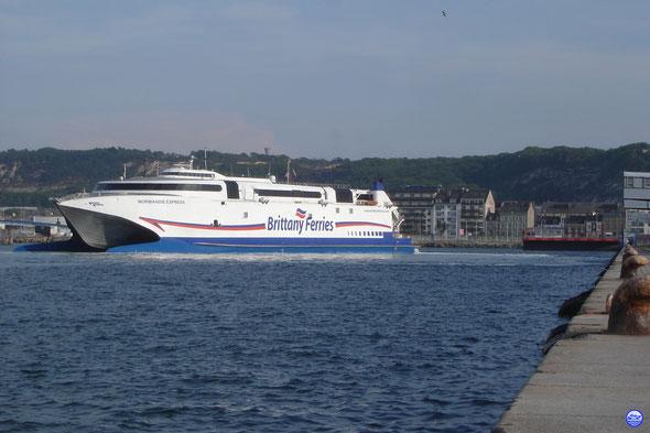 Normandie Express au Poste 3 de Cherbourg. Arrivée de 20h.(© lebateaublog 2013)