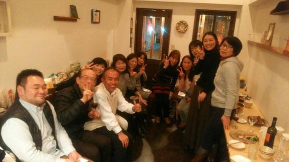 写真は今年1月に介護アロマの巨匠、浅井先生をお迎えした時の写真です。 皆さん、いいお顔されてますね。(笑