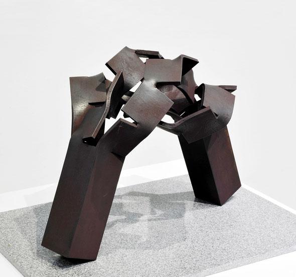 Metamorphosis (変容) -  表・裏  <No.M - 33> / 2010 / H.27 x 40 x 23cm  / 軟鋼                 第24回UBEビエンナーレ(現代日本彫刻展) [模型入選]