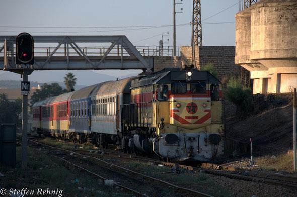 "Sonderzug ""Wüstenexpress"" / Special train ""Oriental Desert Express"" Oujda-Bouarfa bei der Ausfahrt in Oujda (19.9. 2013)"