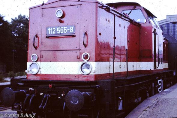 112 555-8 in Gera Hbf, mit P 4061 Gera (ab 16.18) - Greiz (an 17.19) (1985)