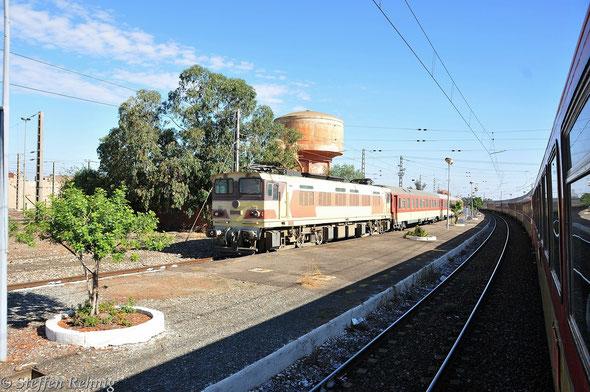 C 1105 mit Train 701 Benguerir-Safi in BENGUERIR (18.9. 2013)