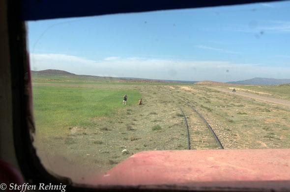 .... auf den letzten Kilometern der Rückfahrt waren ab Ain Beni Mathar auch 2 Fotografen zu sehen ....es erinnerte mich sofort wieder an Deutschland .....