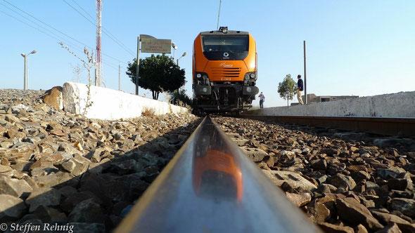 E 1412 (Alstom PRIMA 2) mit Train 601 Casablanca - Marrakech im Bahnhof SIDI ABDELLAH (20.9. 2013)