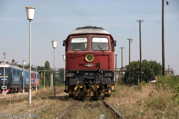 .... wie ich schon vermutete ist 07 111.8, der Balgarski Darschawni Schelesnizi, die Zuglok für den Orient Express nach Ruse ....