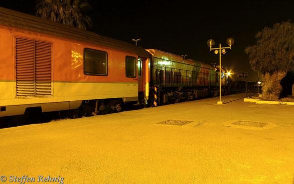 DH 416 mit Hotelzug AM Oujda (21.10) - Fes (2.40-3.00) - Casablanca (7.15) in OUJDA (18.4. 2014)