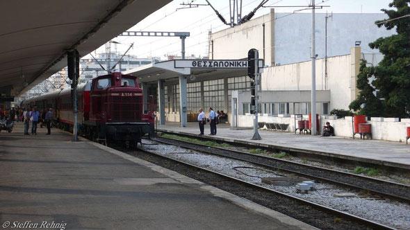 (V60) A 114 mit Zug 604 Athina - Alexandrupoli (10. Juni 2007)