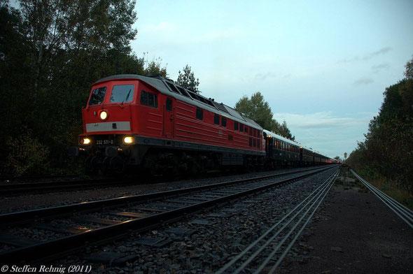 DZ 13450 mit 232 571-0 im Bahnhof Freihöls