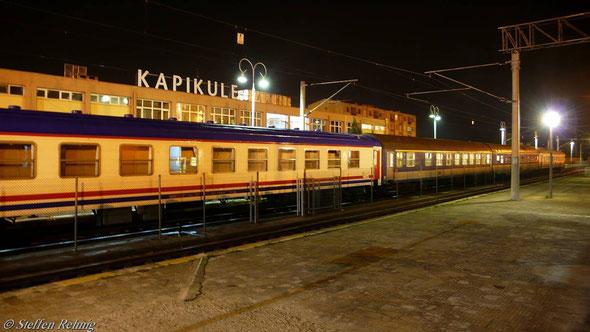 """B/Ex 4643/81031 """"Bosphor Express"""" Im türkischen Grenzbahnhof Kapikule (12. Juni 2007)"""