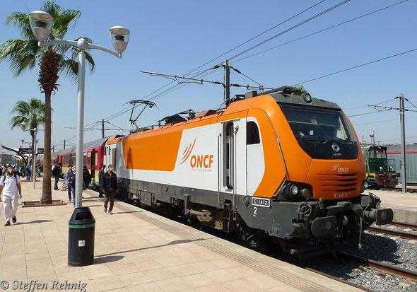 E 1412 mit Train 601 Casablanca - Marrakech kurz nach Ankunft im Bahnhof MARRAKECH (20.9. 2013)