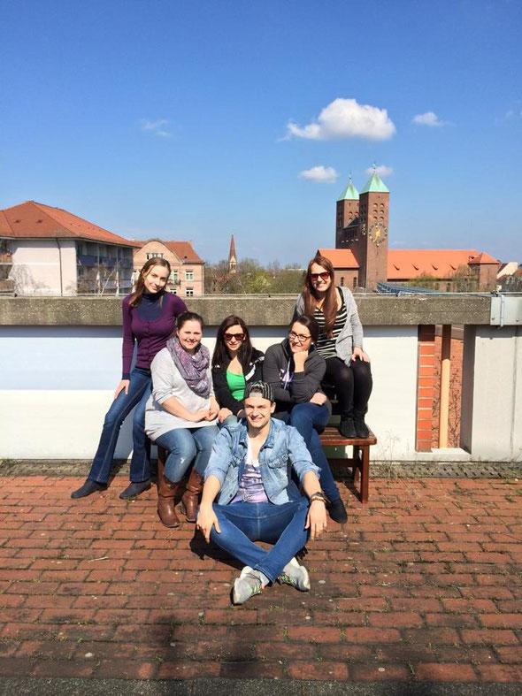 Das Filmteam über den Dächern von Nürnberg