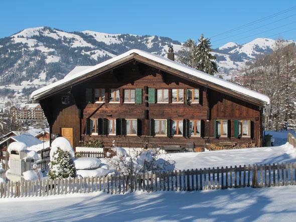 Chalet Hubel Gstaad im Schnee gebettet - Ruhe und Erholung garantiert!