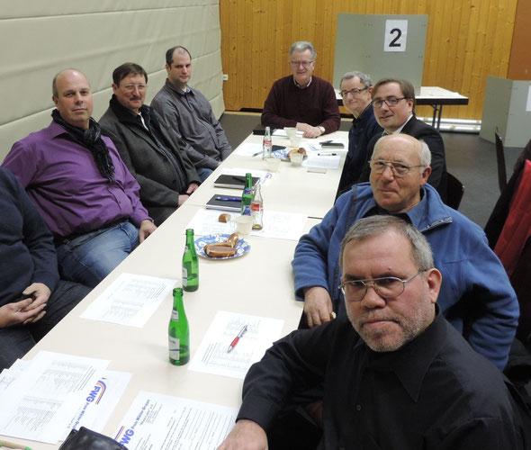 Die vereinigten Unterstützer aus der neuen VG Loreley bei der Aufstellung der Kreisliste der Freien Wähler im Dorfgemeinschaftshaus in Gemmerich für die Kreistagswahl am 25. Mai 2014.