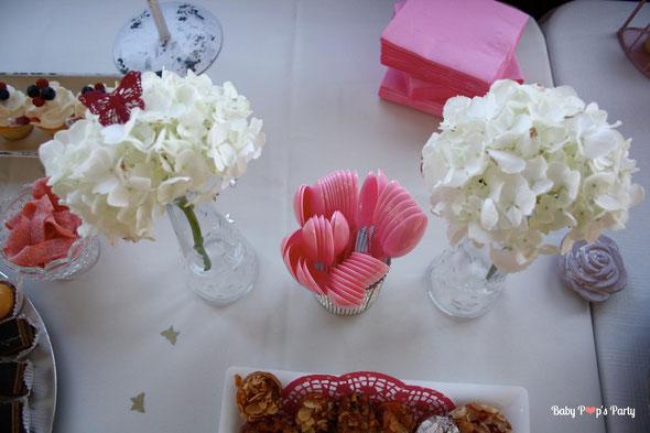 baptême paris péniche albatros rose blanc hortensias décoration organisation pâtissier traiteur candy bar bar à bonbons bordeaux 33 sweet table