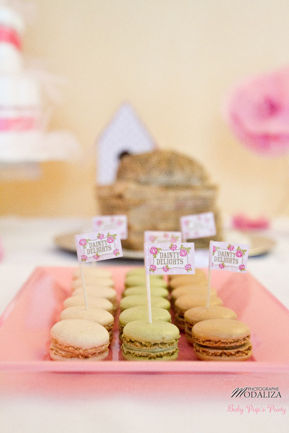 baby shower décoration macaron organisation liberty fille femme enceinte rose fleurs blanc petit pois ballons guirlande photobooth girl bébé cupcakes bordeaux paris toulouse pays basque charente