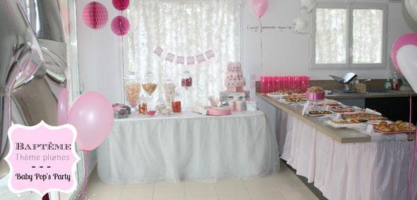 baptême thème idée décoration rose blanc gris plumes feather girly baby pops party biberon baby
