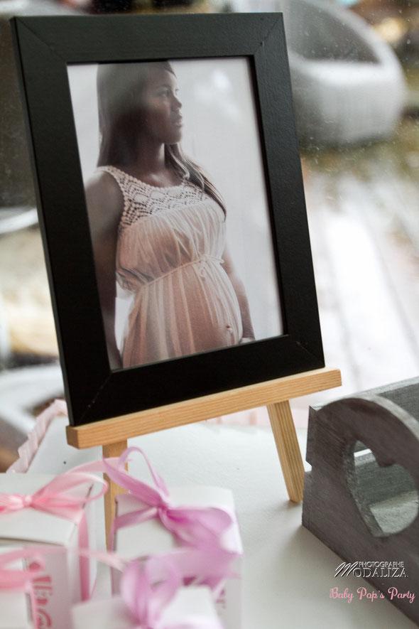 baby shower décoration organisation liberty fille femme enceinte rose fleurs blanc petit pois ballons guirlande photobooth girl bébé cupcakes bordeaux paris toulouse pays basque charente photo cadre