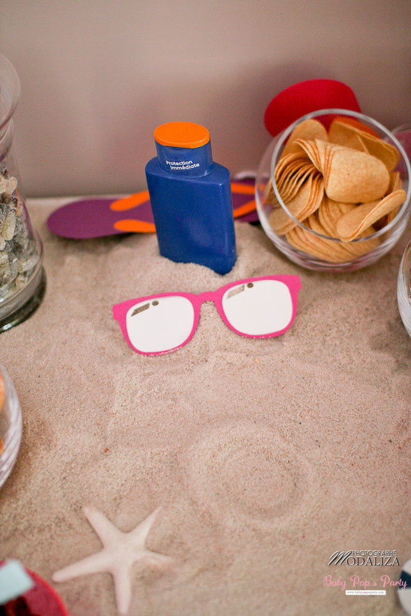 anniversaire birthday children enfant coquillage mer tongs flip flop sea sun beach bleu rose hot dog candy bar bonbons idées décoration organisation paris bordeaux france sable transat adulte