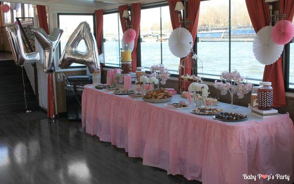 baptême paris péniche albatros rose blanc hortensias décoration organisation pâtissier traiteur candy bar bar à bonbons bordeaux 33 ballons lettres sweet table buffet