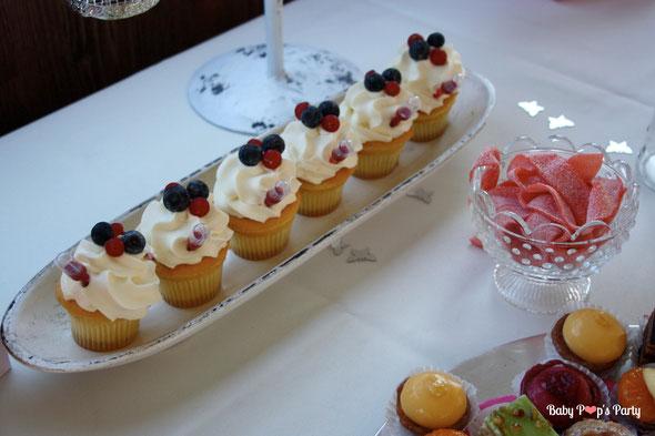 baptême paris péniche albatros rose blanc hortensias décoration organisation pâtissier traiteur candy bar bar à bonbons bordeaux 33 cucpakes berko
