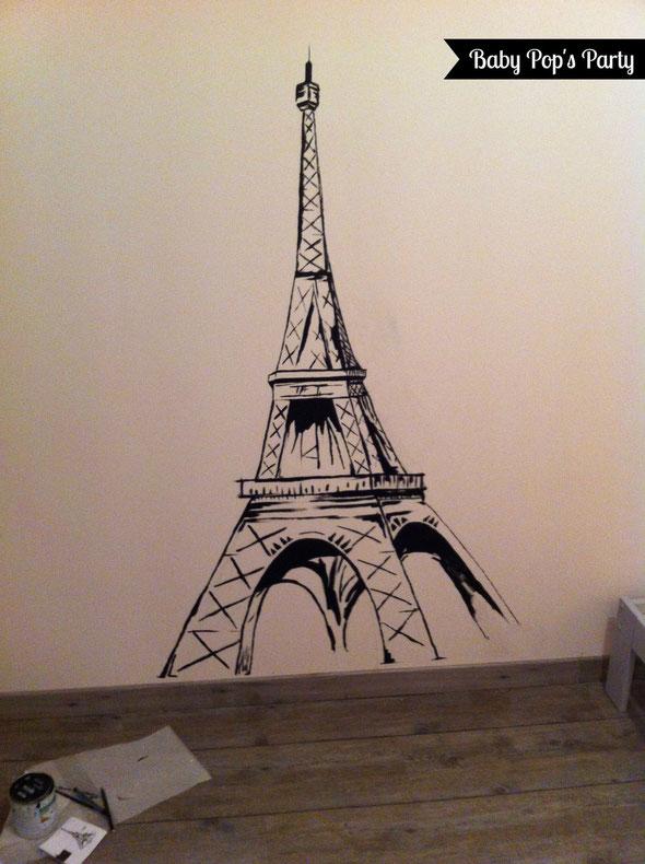 décoration chambre enfant bébé room children tour eiffel tower torre noir blanc black white dessin draw pain peinture mur wall bordeaux