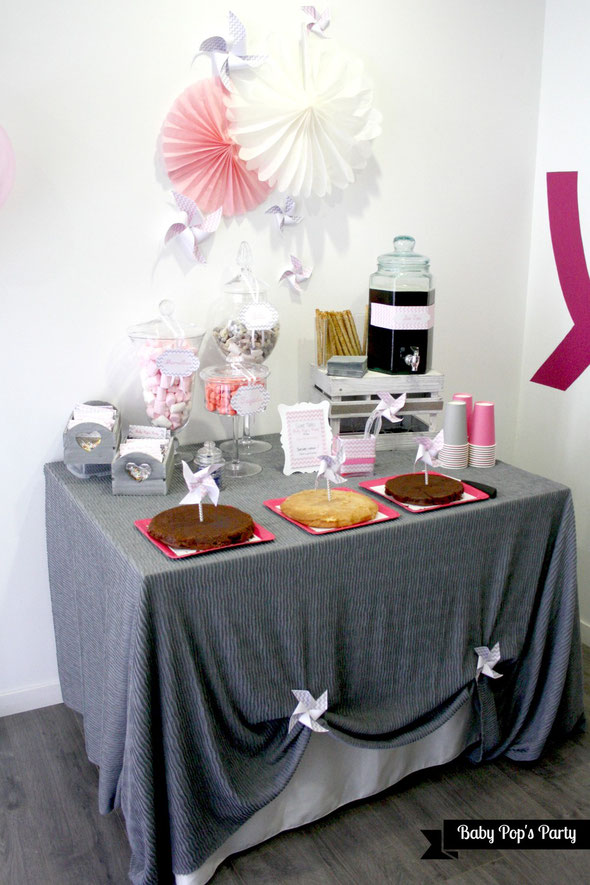 mum to be party rosaces moulin à vent papier diy bordeaux paris france femme enceinte grossesse atelier blog chevron décoration sweet table rose gris pink grey gobelets