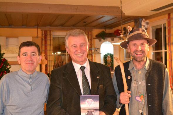 Initiator Georg Dygruber, Bürgermeister Helmut Mödlhammer, Geschichtenerzähler Hans Pfister beim Hoagascht in Hallwang