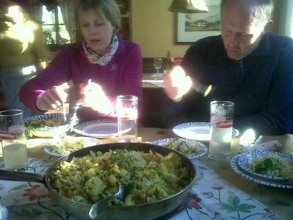 """Mittagessen im Gasthof Esterer (Fürstenbrunn). Die Wirtsleute haben wir nicht fotografiert. Das Restaurant """"einfach"""" empfehlenswert!"""