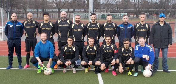 Die 1. Mannschaft am 19.02.2017 vor dem Testspiel bei Grün-Weiß Nippes