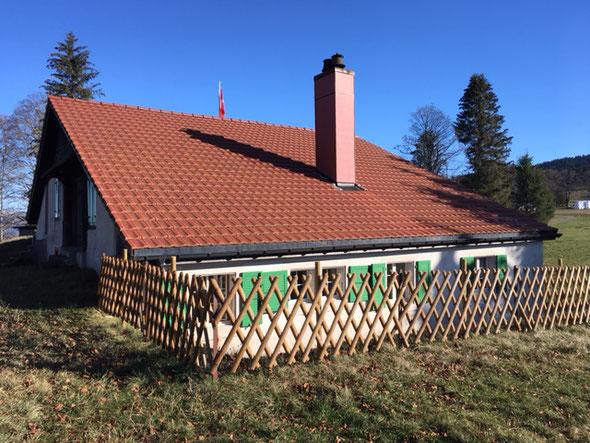 C'est au cours de l'été que de nouvelles barrières ont été mises en place devant la cuisine par René Juvet et Jean-Paul Jaquet.