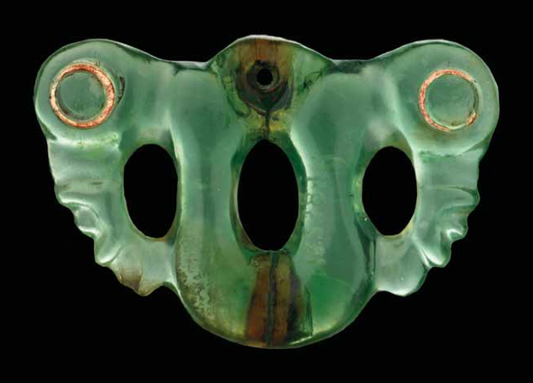 A pekapeka (neck pendant) of takiwai (tangiwai/bowenite), with traces of red sealing wax in the eyes.Museum of New Zealand Te Papa Tongarewa (ME023849).