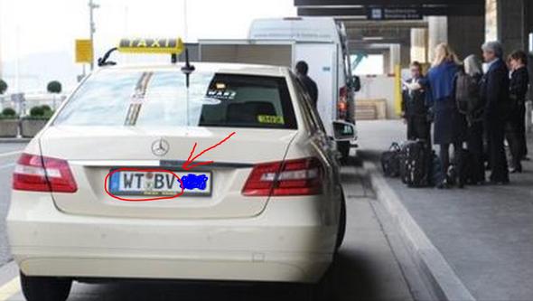 Deutsches Taxi am Flughafen Zürich Kloten