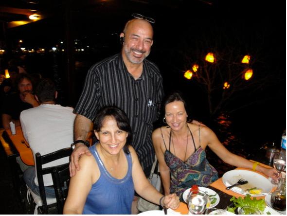 Botan mit seinen Gästen Nurcan und Astrid