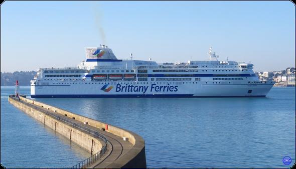 PONT-AVEN - 2004. Actuel navire amiral de la flotte à Saint Malo. (© lebateaublog 2019)