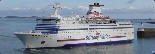 BRETAGNE - 1989. Ancien navire amiral de la compagnie, une légende de la Brittany Ferries (© lebateaublog 2012)