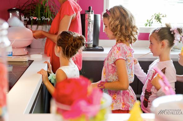 anniversaire enfant cupcakes gourmandises macarons tendance rigolo france thème idée décoration jeux rose  fille barbe à papa animation