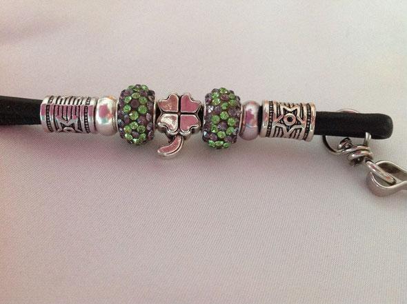 Die neusten Pfeifenbänder, Armbänder und Showleinen - mehr unter: *Klick aufs Bild*