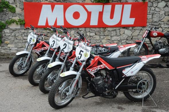4 der 5 neuen GASGAS-Motoballmaschinen