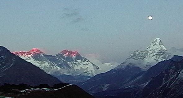左端にエベレスト