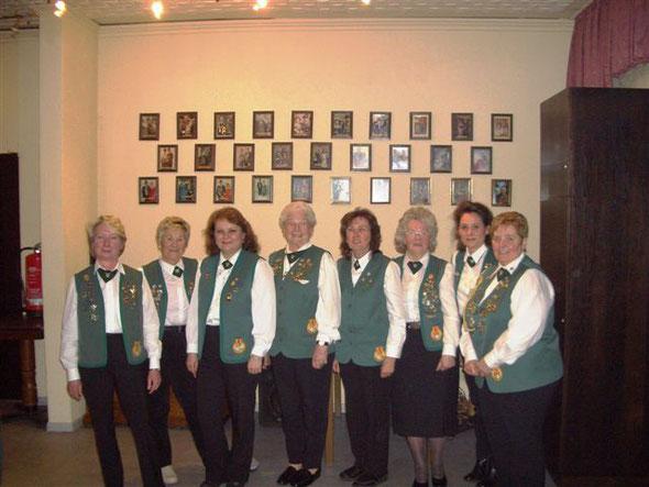 Der Vorstand der Damenschießgruppe im Jahr 2011