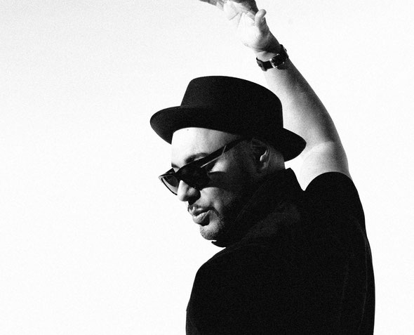 Roger Sanchez (photo by Tom Keller)