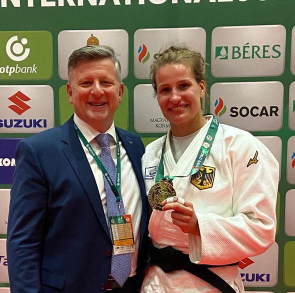 Teodor A. Pop, links mit der deutschen Judo-Weltmeisterin Anna-Maria Wagner in Budapest