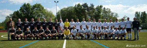 Die Mannschaft der FSV- Altherrenabteilung (rechts) treffen auf die Auswahl der FSV- Allstars