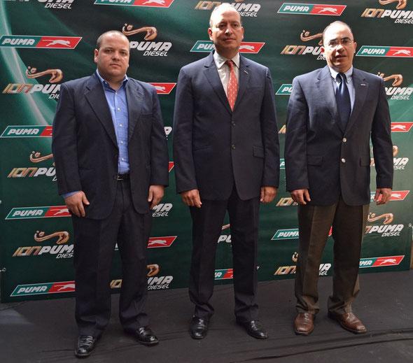 Izquierda Marcelo Morales, Experto en Combustibles, Juan Ángel Díaz, Gerente General Puma Energy Guatemala y  Juan Ángel Díaz, Gerente General Puma Energy Guatemala.