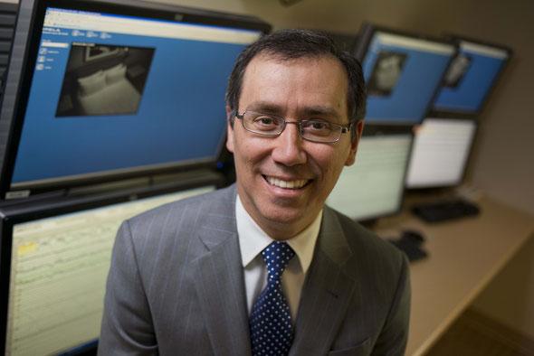 El doctor Pablo Castillo, neurólogo en la Clínica Mayo, Jacksonville, Florida, y especialista en medicina del sueño, explica cómo los trastornos del sueño pueden tener secuelas en la salud, en la siguiente entrevista.