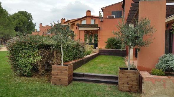 Maceteros con olivos jardineras de madera - Jardineras baratas online ...