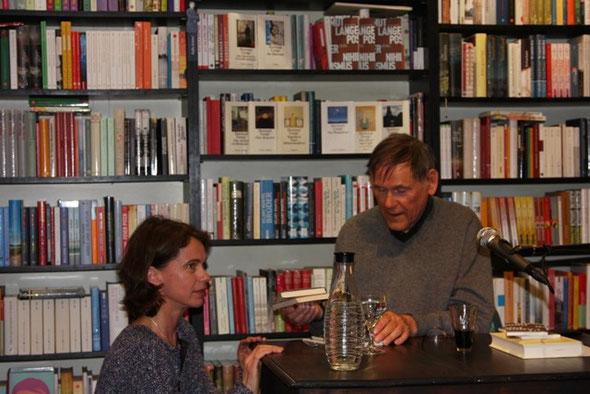 Hartmut Lange signiert Bücher für Anne Heins