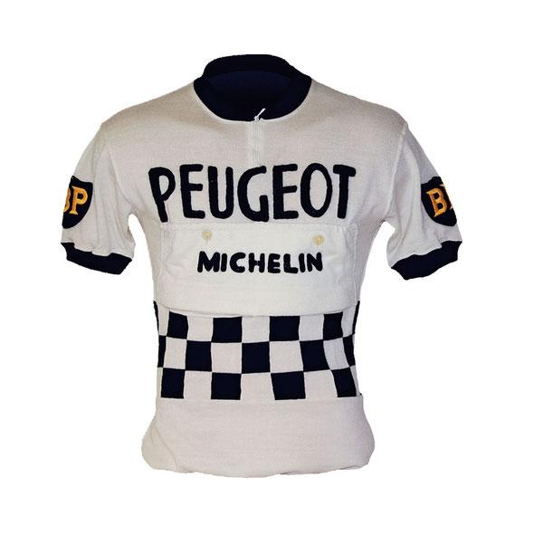 Das Design des Peugeot-Klassikers mit Zielflaggen und Rallyestreifen