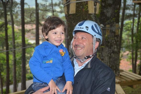 Una piacevole sorpresa la visita del sindaco Lorenzo Spignoli che nel pomeriggio si è intrattenuto col nipotino sui giochi.